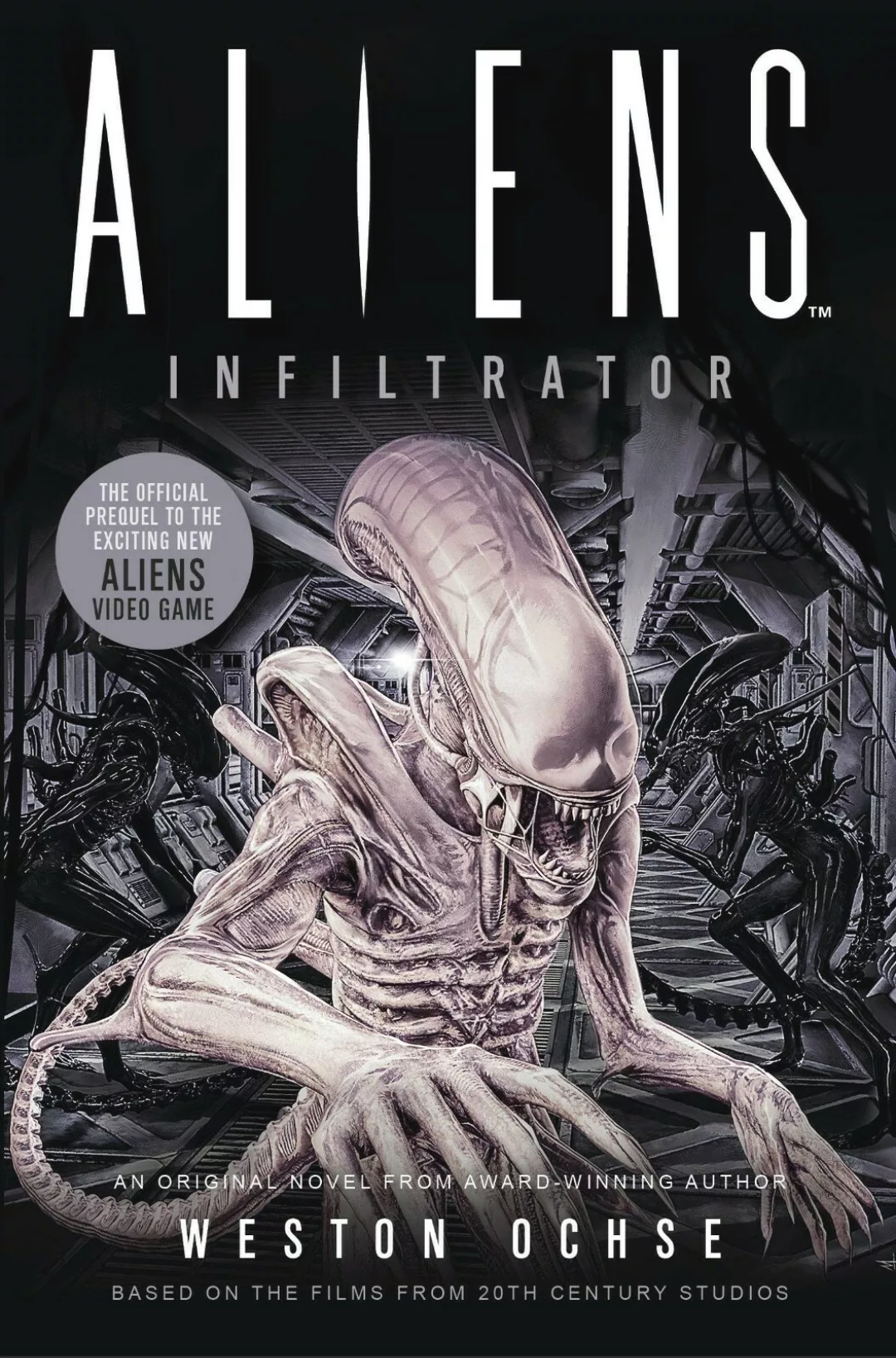 The cover of Weston Ochse's Aliens: Infiltrator, with a pale white Xenomorph against a monochrome background featuring other Xenomorphs.