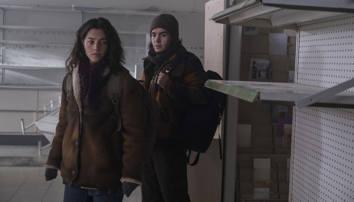 Olivia Thirlby as Hero and Elliot Fletcher as Sam enter a ransacked store full of empty shelves in Y: The Last Man